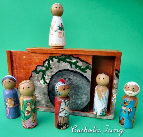 3.5 Easter Wooden dolls with wooden tomb box