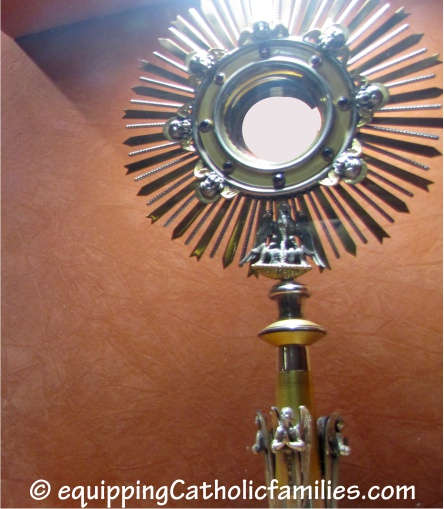 monstrance rgb