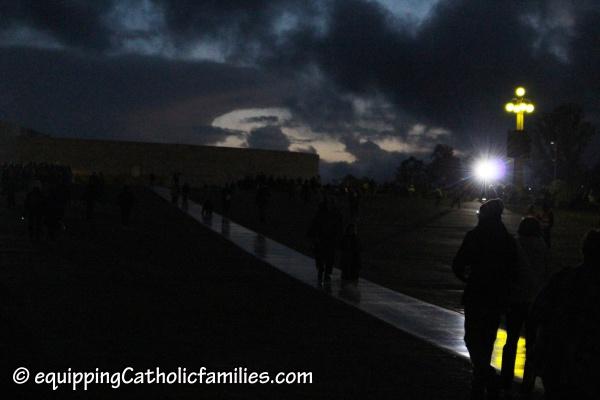 kneeling-pilgrimage